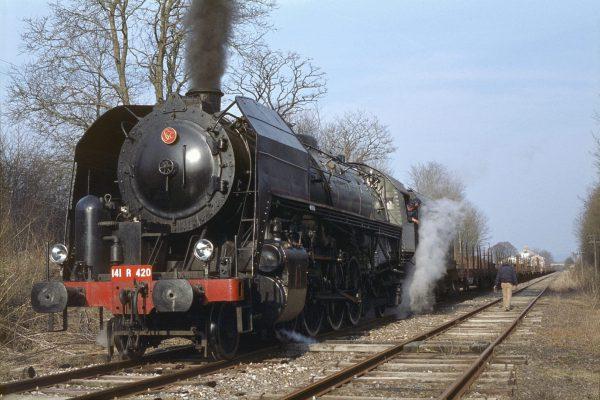 141R420 Noidans-le-Ferroux mars 1982